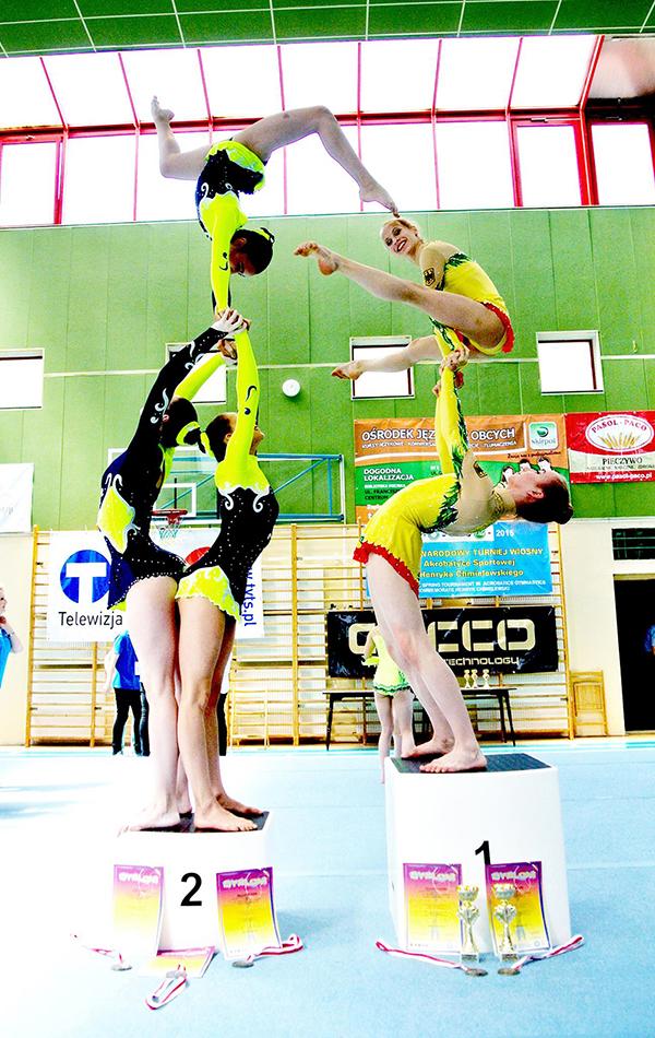 Gold und Silber beim Internationalen Acro Cup in Polen für Schweriner Akrobatinnen